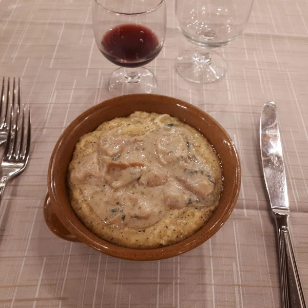 Polenta taragna con funghi porcini